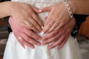 Бременна булка